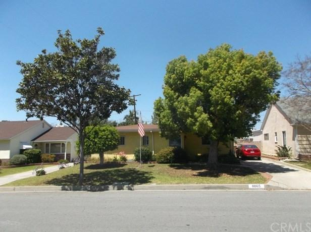 8865 Ocean View Avenue, Whittier, CA 90605 (#IV18093740) :: Kristi Roberts Group, Inc.
