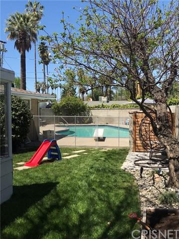 19739 Victory Boulevard, Woodland Hills, CA 91367 (#SR18091191) :: Kristi Roberts Group, Inc.
