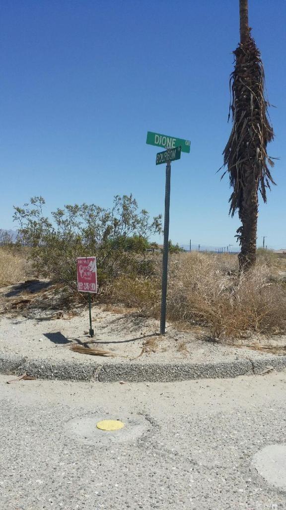 1313 Bourbon Avenue, Salton Sea, CA 92274 (#SW18100473) :: The Laffins Real Estate Team