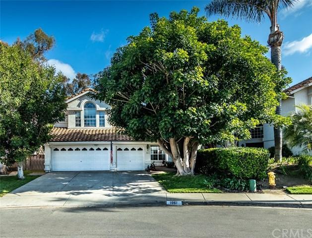 1061 Felicidad Drive, Fallbrook, CA 92028 (#SW18115859) :: Kristi Roberts Group, Inc.