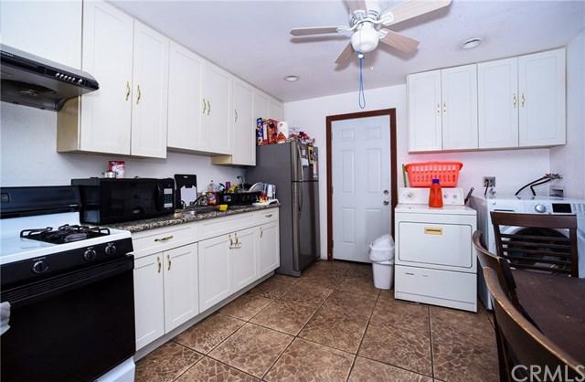 835 W Poplar Street, Compton, CA 90220 (#DW18120630) :: IET Real Estate