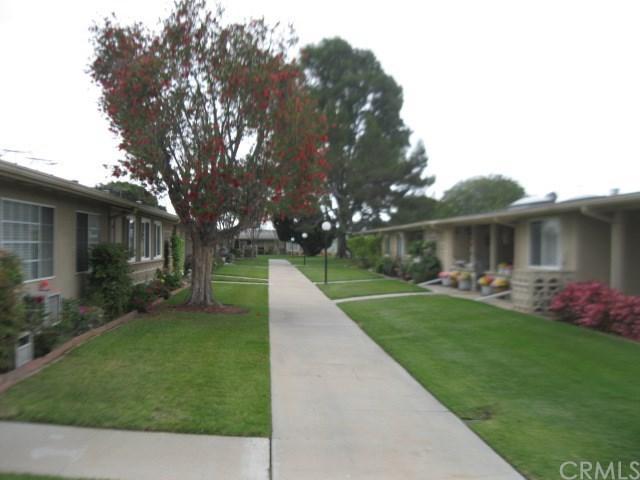 13521 Wentworth M5 Lane 107B, Seal Beach, CA 90740 (#PW18121970) :: Scott J. Miller Team/RE/MAX Fine Homes