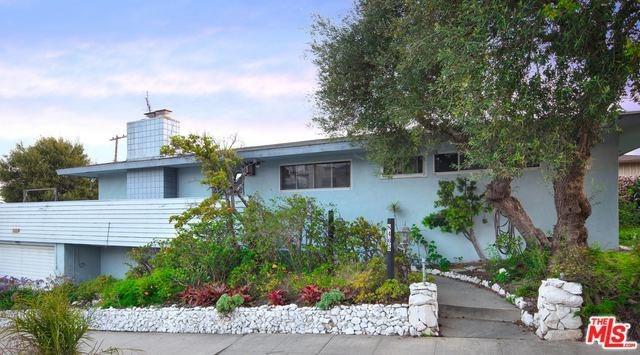 8405 Delgany Avenue, Playa Del Rey, CA 90293 (#18347136) :: Team Tami
