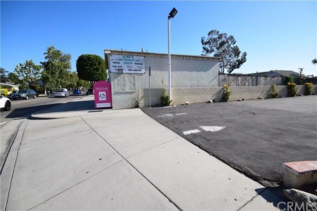870 N Glassell Street, Orange, CA 92867 (#OC18146204) :: The Darryl and JJ Jones Team