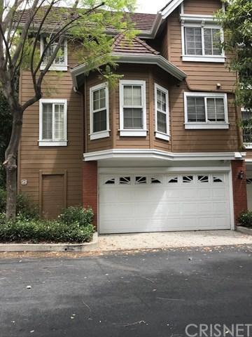 20950 Oxnard Street #25, Woodland Hills, CA 91367 (#SR18145613) :: RE/MAX Masters