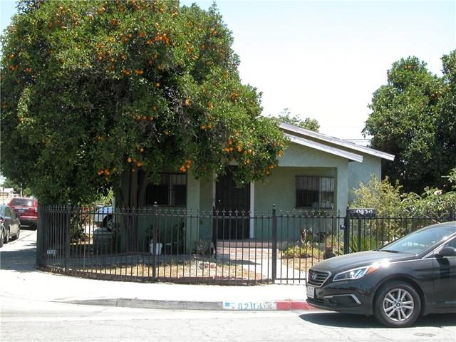 8204 Holmes Avenue, Los Angeles (City), CA 90001 (#DW18149272) :: The Marelly Group | Compass