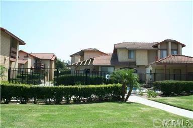 1300 Brentwood Circle B, Corona, CA 92882 (#IV18161126) :: Kristi Roberts Group, Inc.