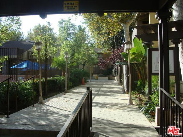 18350 Hatteras Street #257, Tarzana, CA 91356 (#18366108) :: Fred Sed Group