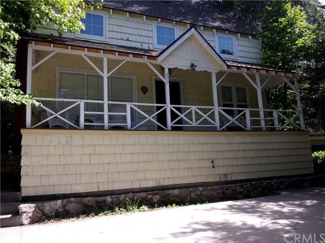 855 Lake Drive, Lake Arrowhead, CA 92352 (#IV18172581) :: Angelique Koster