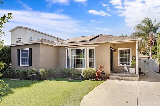 17427 Hamlin Street, Lake Balboa, CA 91406 (#SR18172349) :: RE/MAX Masters