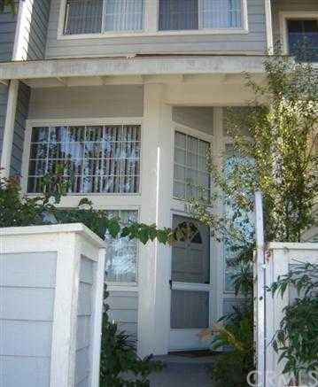8105 Surfline Drive C, Huntington Beach, CA 92646 (#OC18163040) :: Scott J. Miller Team/RE/MAX Fine Homes