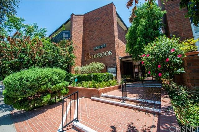 5420 Lindley Avenue #33, Encino, CA 91316 (#SR18173066) :: Fred Sed Group