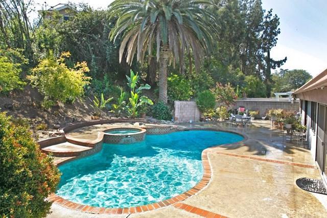 5850 Serrania Avenue, Woodland Hills, CA 91367 (#SR18175597) :: RE/MAX Masters