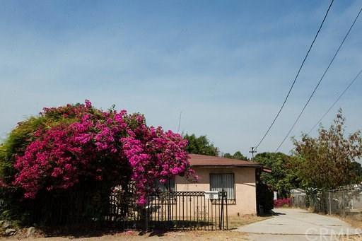 10050 Alameda Avenue, Bloomington, CA 92316 (#CV18192831) :: RE/MAX Masters
