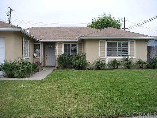 15611 Mayflower Lane, Huntington Beach, CA 92647 (#OC18196528) :: Teles Properties | A Douglas Elliman Real Estate Company