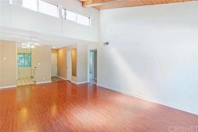 20134 Leadwell Street #303, Winnetka, CA 91306 (#SR18193373) :: RE/MAX Masters