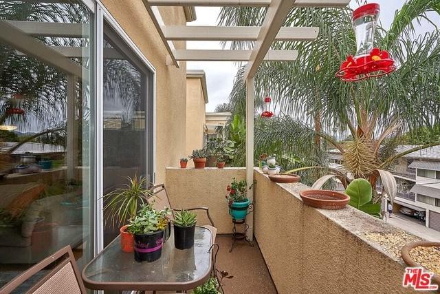 4568 W 1ST Street #303, Los Angeles (City), CA 90004 (#18376776) :: DSCVR Properties - Keller Williams
