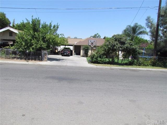 2435 S 9th Street, Fresno, CA 93725 (#FR18201068) :: Pismo Beach Homes Team