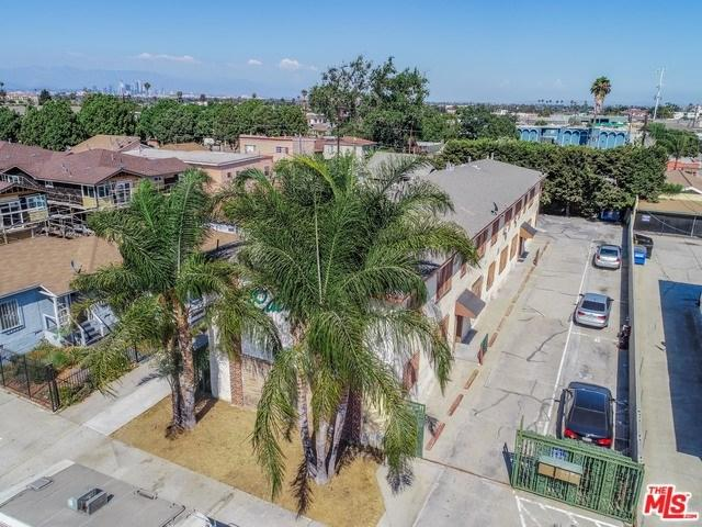 6720 West, Los Angeles (City), CA 90043 (#18376256) :: RE/MAX Masters