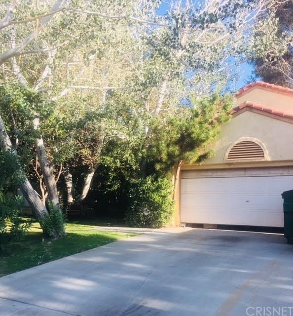 1764 Sierra View Avenue, Lancaster, CA 93535 (#SR18203281) :: The Darryl and JJ Jones Team