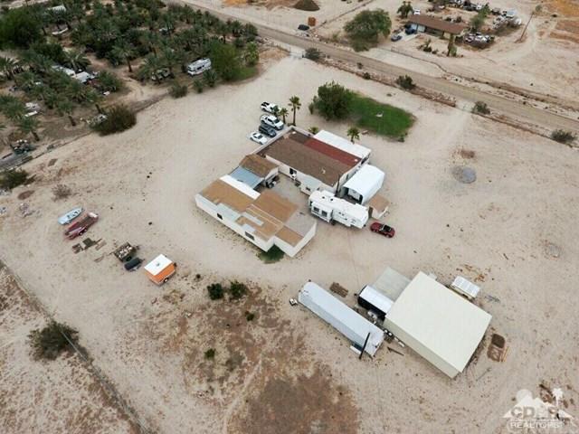 22225 Berry Road, Desert Hot Springs, CA 92241 (#218023650DA) :: Barnett Renderos