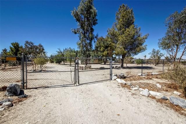 12788 Oasis Road, Pinon Hills, CA 92372 (#OC18225032) :: Barnett Renderos
