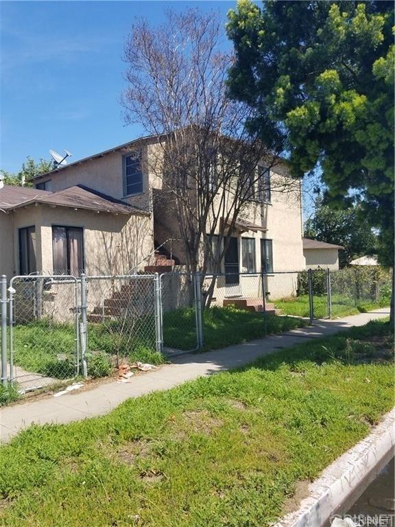 15733 Victory Boulevard, Lake Balboa, CA 91406 (#SR18225523) :: Team Tami