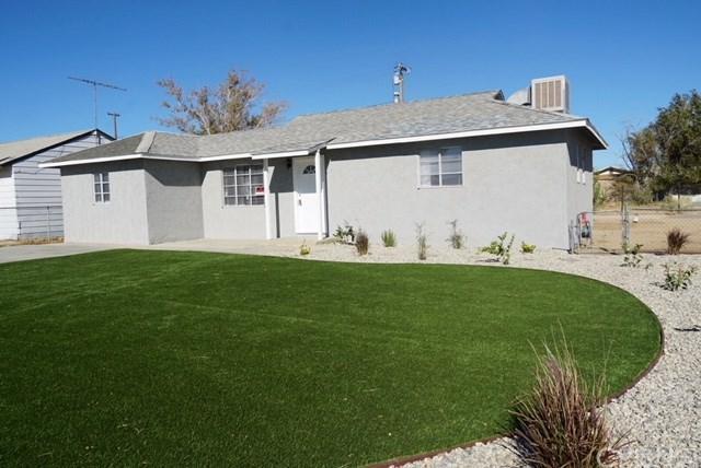 15300 Blackfield Street, Mojave, CA 93501 (#SR18226011) :: Barnett Renderos