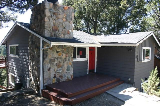 1130 Chateau Drive, Crestline, CA 92325 (#EV18226063) :: The Laffins Real Estate Team