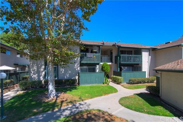 23242 Orange Avenue #4, Lake Forest, CA 92630 (#OC18227486) :: Fred Sed Group