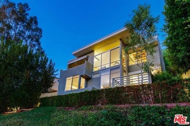 3807 Reklaw Drive, Studio City, CA 91604 (#18387878) :: RE/MAX Empire Properties