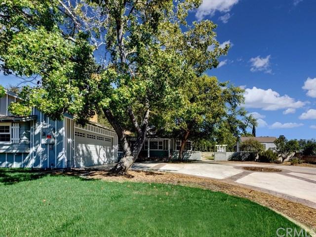2036 E Alvarado Street, Fallbrook, CA 92028 (#SW18229914) :: Barnett Renderos