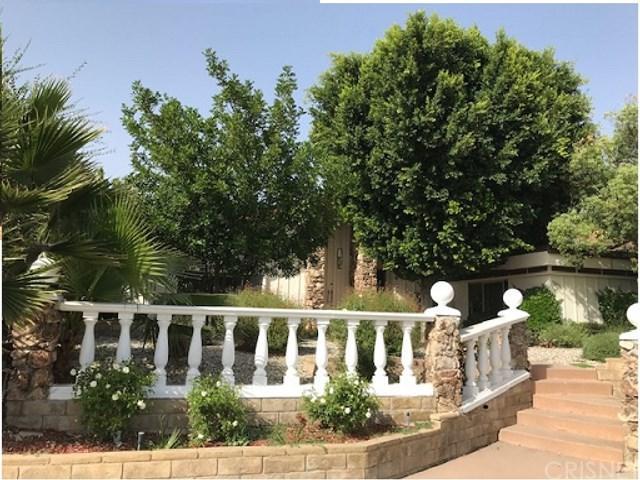 19801 Lassen Street, Chatsworth, CA 91311 (#SR18233319) :: The Laffins Real Estate Team