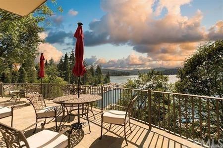 28718 Palisades Drive, Lake Arrowhead, CA 92352 (#IV18239228) :: Angelique Koster