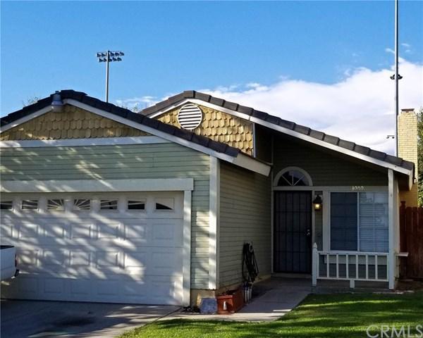 3050 W Santolinas Street, Rialto, CA 92376 (#CV18244091) :: Mainstreet Realtors®