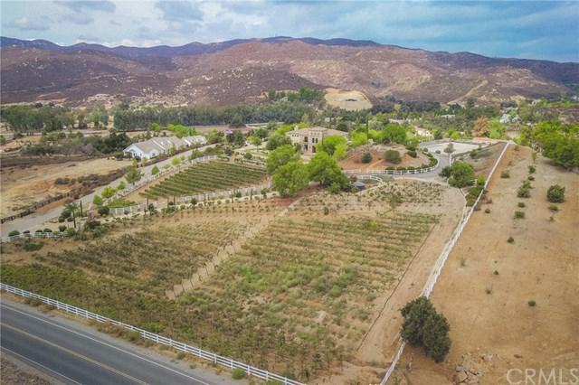 20010 Avenida De Arboles, Murrieta, CA 92562 (#OC18245198) :: The Laffins Real Estate Team