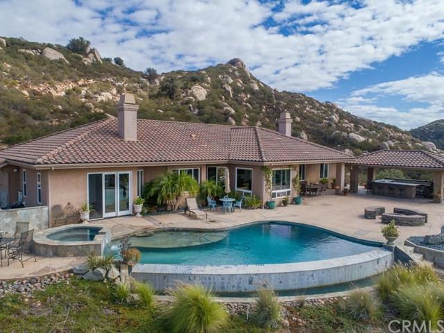 18444 Mahogany Ranch Road, Ramona, CA 92065 (#SW18248949) :: Fred Sed Group