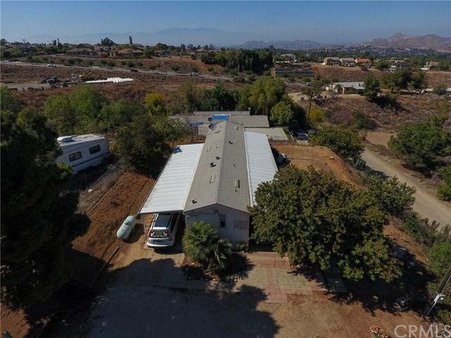 1773 Keith Street, Corona, CA 92881 (#SW18250526) :: Impact Real Estate