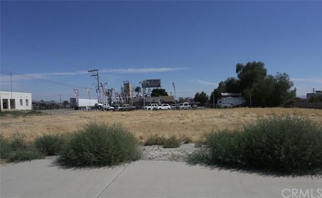 10410 Cedar Avenue, Bloomington, CA 92316 (#IV18252679) :: Millman Team