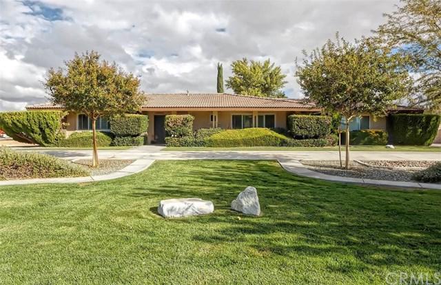 19476 Yanan Road, Apple Valley, CA 92307 (#EV18252807) :: The Laffins Real Estate Team