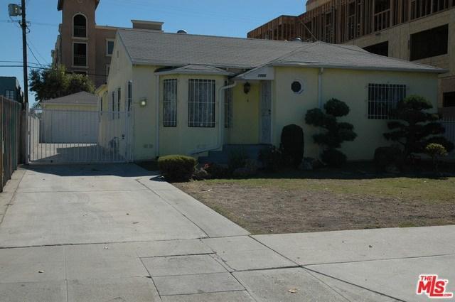 1050 S Bronson Avenue, Los Angeles (City), CA 90019 (#18397848) :: Millman Team