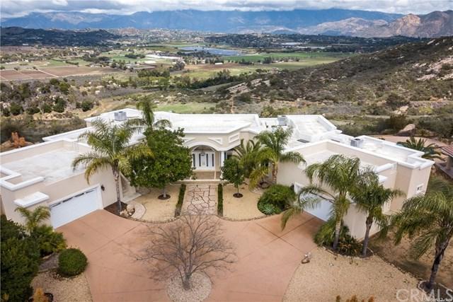 14174 Sun Rocks Drive, Valley Center, CA 92082 (#OC18244820) :: Allison James Estates and Homes