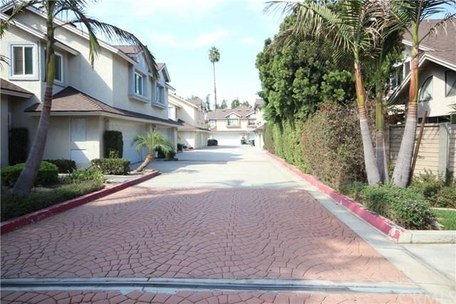 726 W Wilson Street M, Costa Mesa, CA 92627 (#PW18256789) :: The Darryl and JJ Jones Team