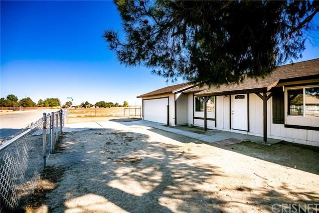 17750 Valeport Avenue, Lake Los Angeles, CA 93535 (#SR18258348) :: Go Gabby
