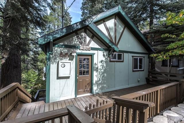 721 Ivy Lane, Lake Arrowhead, CA 92352 (#CV18268422) :: Go Gabby
