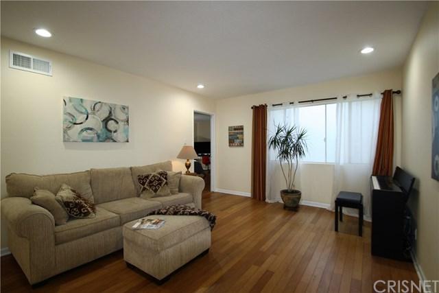 18611 Collins Street E35, Tarzana, CA 91356 (#SR18267984) :: RE/MAX Masters