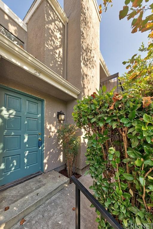 23545 Victory Boulevard #25, West Hills, CA 91307 (#SR18271100) :: Go Gabby