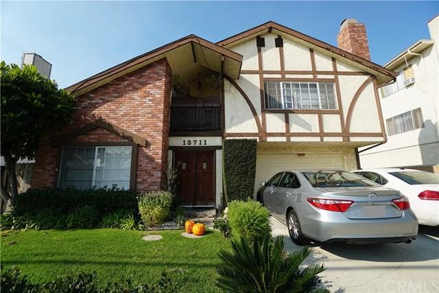 13711 Doty Avenue C, Hawthorne, CA 90250 (#RS18271669) :: Go Gabby