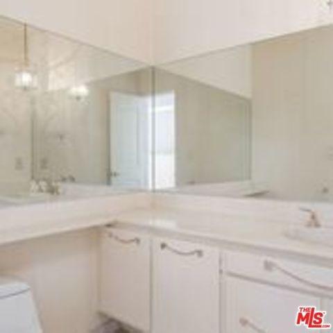 5420 Lindley Avenue #5, Encino, CA 91316 (#18407722) :: Go Gabby