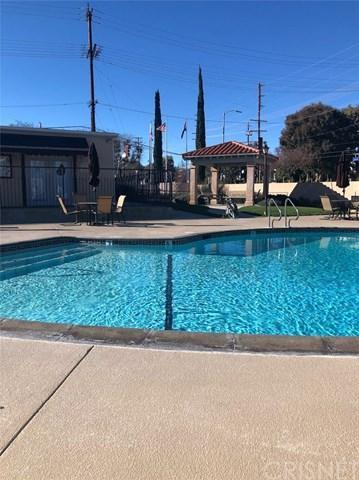 20652 Lassen Street #135, Chatsworth, CA 91311 (#SR18284747) :: Go Gabby